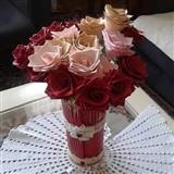 Vazu sa ružama