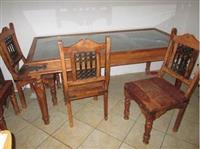 Masivni trpezarijski sto sa sest stolica