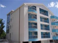 Dva stana u sklopu stambene zgrade u Igalo