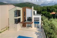 Nova vila u Budvi