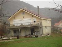 Kuca od 285m2 u Cetinje