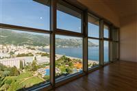 dvosoban stan sa panoramskim pogledom na more