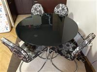 Trpezarijski sto i 4 stolice u odličnom stanju