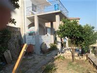 Kuću u Ulcinju na 6 ari placa