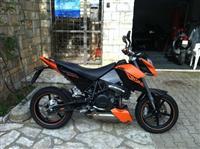 KTM  Duke 690 Supermoto